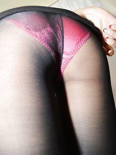 Худенькая японка мастурбирует на кровати - секс порно фото