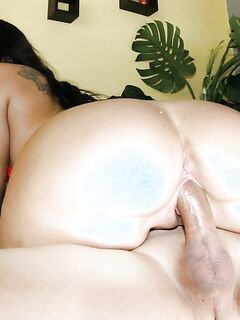 Бородатый мужик трахает киску Мэдисон Роуз с огромной попой - секс порно фото