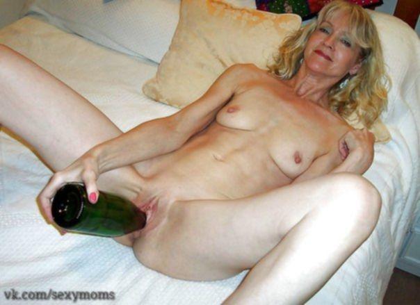 Фото с бутылками в женских влагалищах - секс порно фото