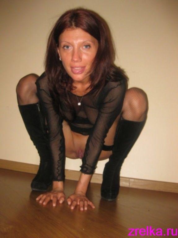 Рьяная баба сосет большой пенис интимного партнера - секс порно фото