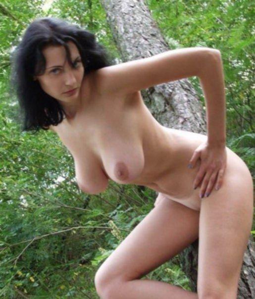 Одни девушки трахаются, а другие просто красиво позируют - секс порно фото