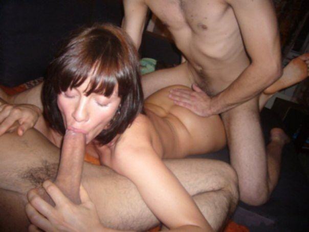 Девушки участвуют в занятии групповым сексом - секс порно фото