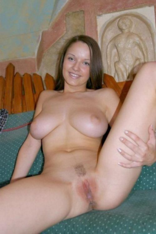 Грудастые дамочки красуются перед мужьями голышом дома - секс порно фото
