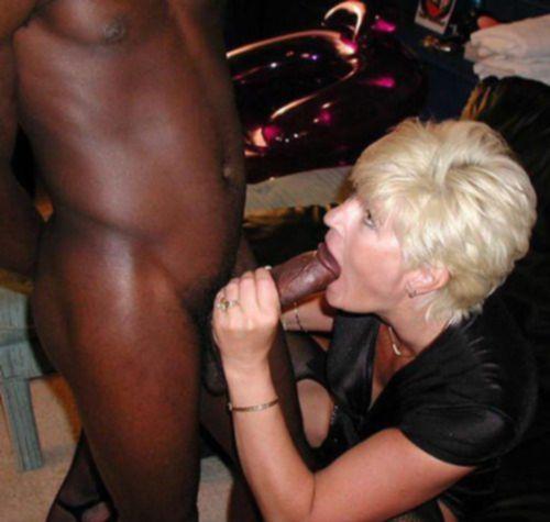 Негры дают в рот белым дамочкам по самые гланды - секс порно фото