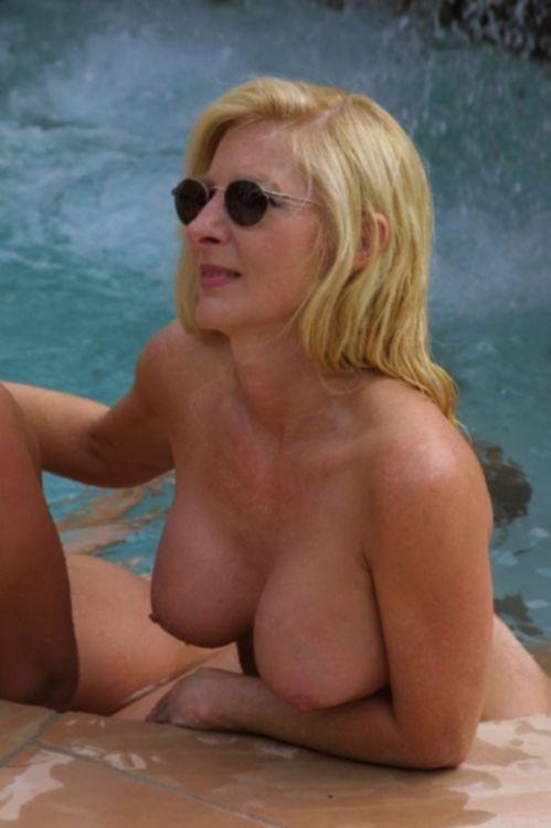 Взрослые телки голышом в домашних условиях - секс порно фото