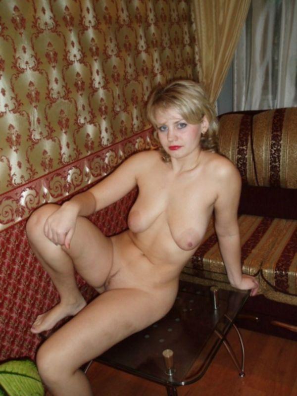 Русская зрелка с обвислыми сиськами показывает свои прелести - секс порно фото
