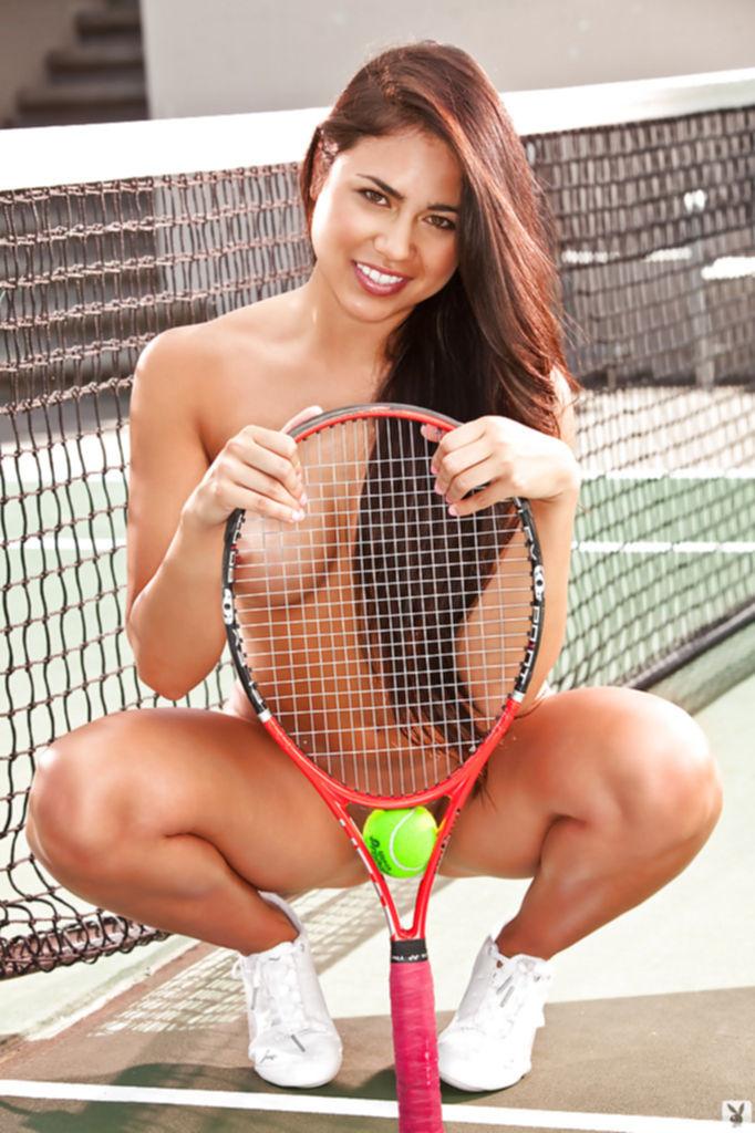 Красивая теннисистка Katelyn Laney раздевается догола на корте - секс порно фото