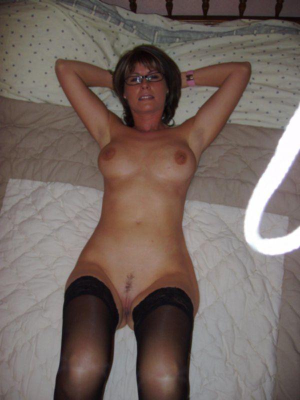 Взрослые домохозяйки голышом дома и на свежем воздухе - секс порно фото