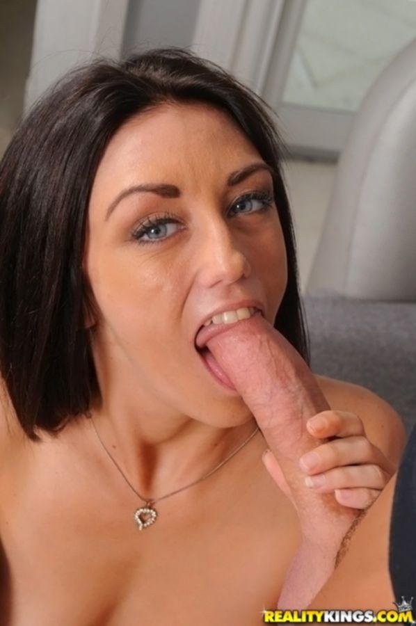 Начинающая секретарша трахается с сослуживцем в кабинете - секс порно фото