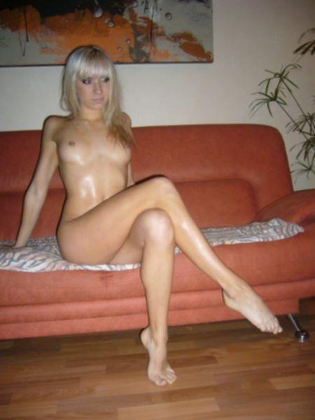 Зарабатывает зачет голым телом - секс порно фото