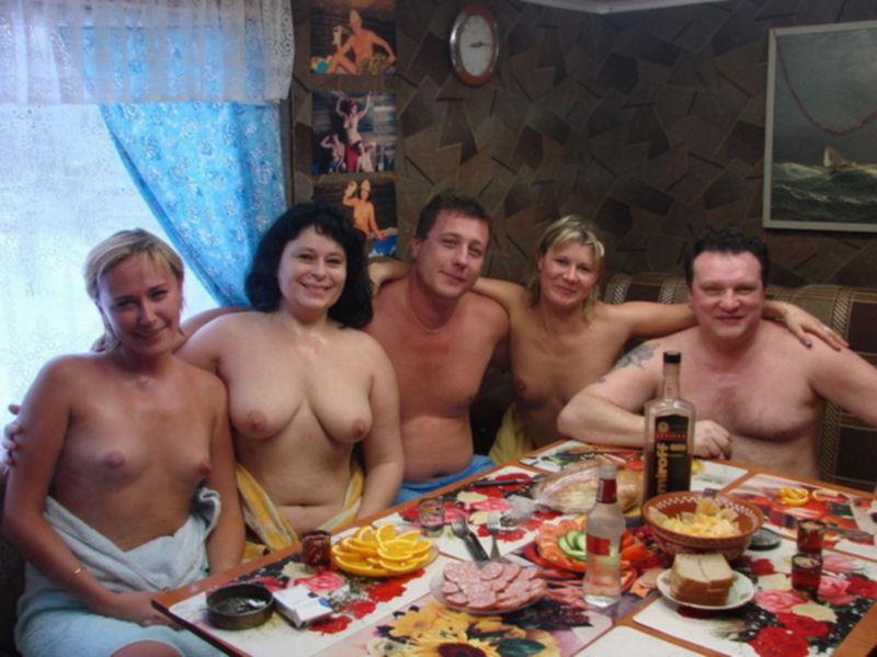 Голые бабы выпили и сходили с мужиками в русскую баню - секс порно фото