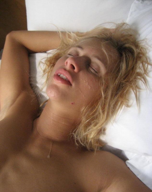 Молоденькая девка трахается с приятелем и кайфует - секс порно фото