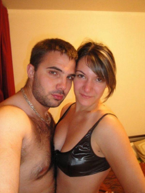 Брюнетка отсосала мужу член и дала в киску - секс порно фото