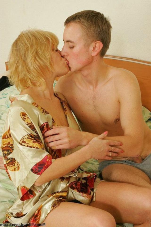 18летний парень удовлетворяет 40летнюю блондинку в разных позах - секс порно фото