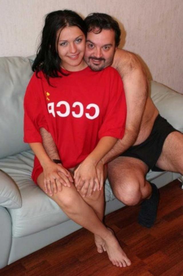 Мужчина трахается с двумя студентками по-очереди - секс порно фото