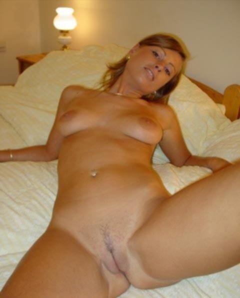 Бесстыжие девушки показывают свои попки и сиськи - секс порно фото