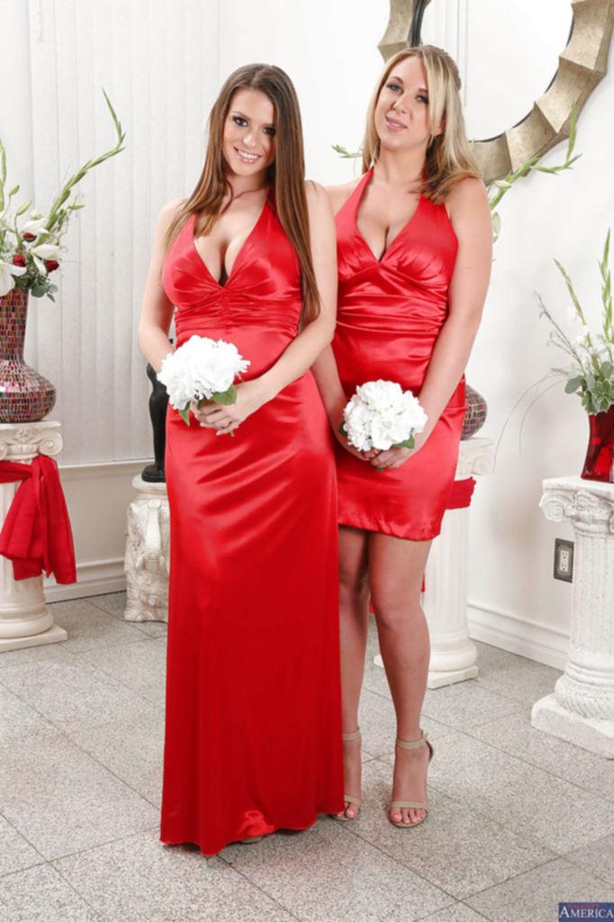 Грудастые Brooke Wylde и Brooklyn Chase снимают красные платья - секс порно фото