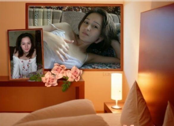 Темноволосая деваха позирует на расправленном диване - секс порно фото