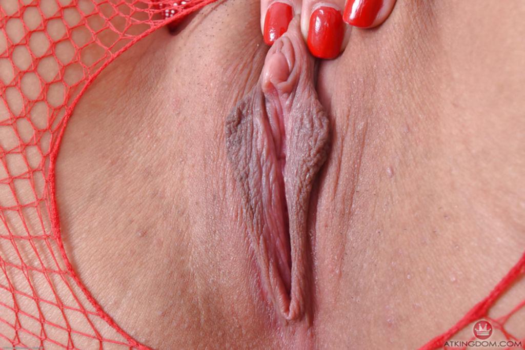 Няшка в колготках с прорезью показывает обе дырки между ног - секс порно фото