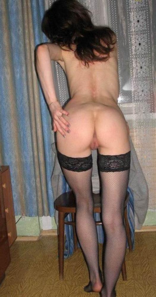 Баба возбудила любовника большой попой и отдалась ему на кровати - секс порно фото