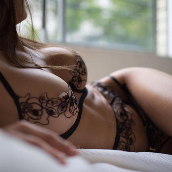 Молодые девахи выложили свое студийное НЮ в сеть - секс порно фото