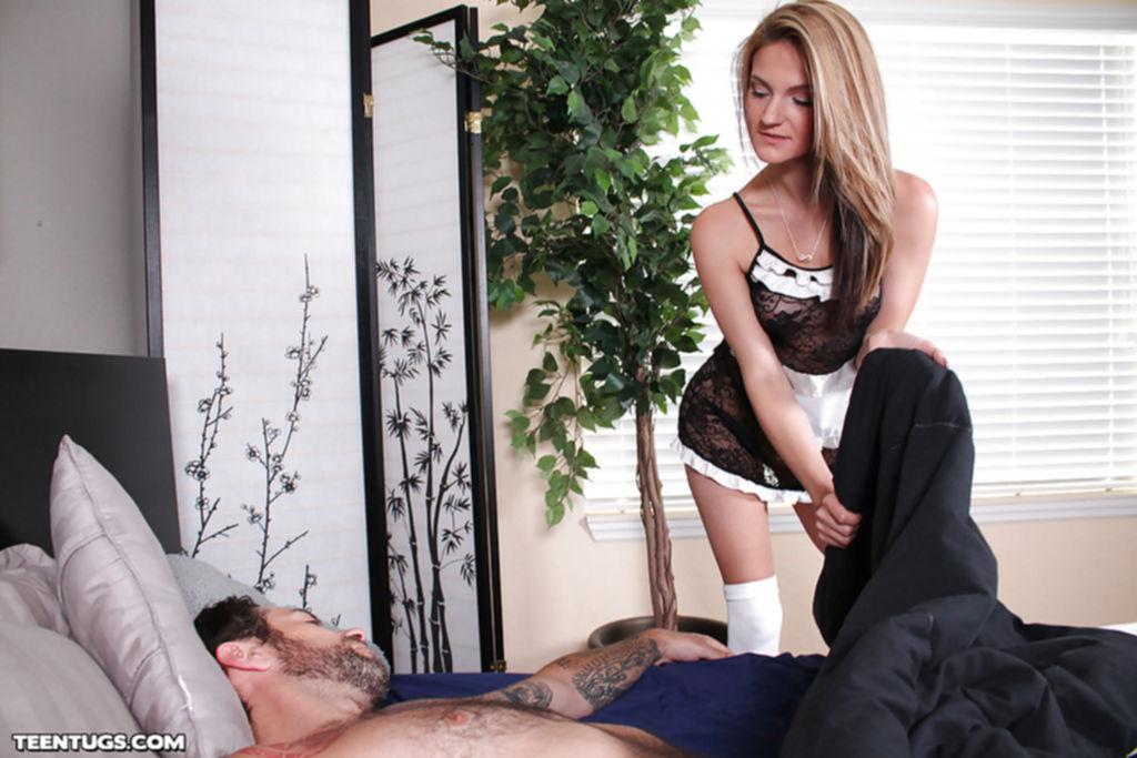 Мелированная горничная дрочит пенис хозяина - секс порно фото