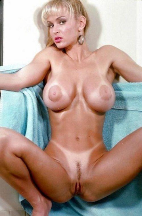 35 летние дамочки с сиськами находятся голышом дома - секс порно фото