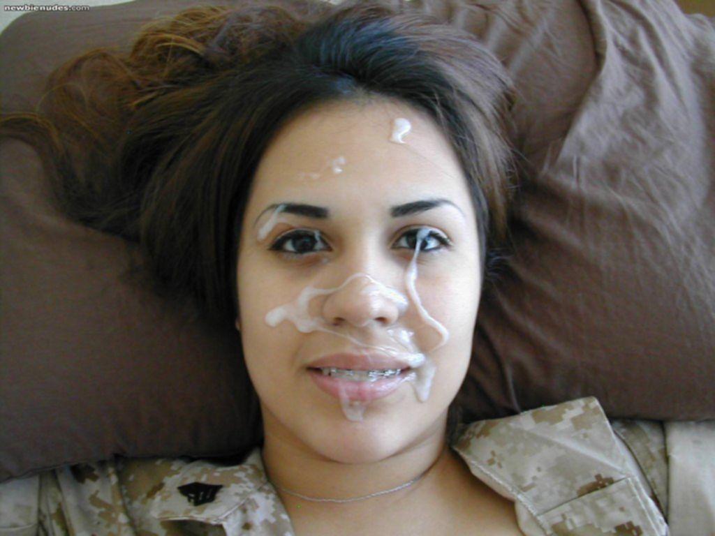 Молодые девахи со спермой на лице и титьках - секс порно фото