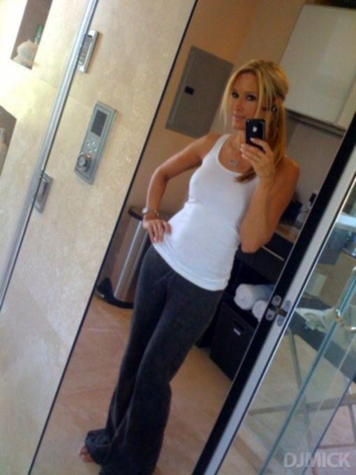 Красивые девки фотографируют себя в зеркале - секс порно фото