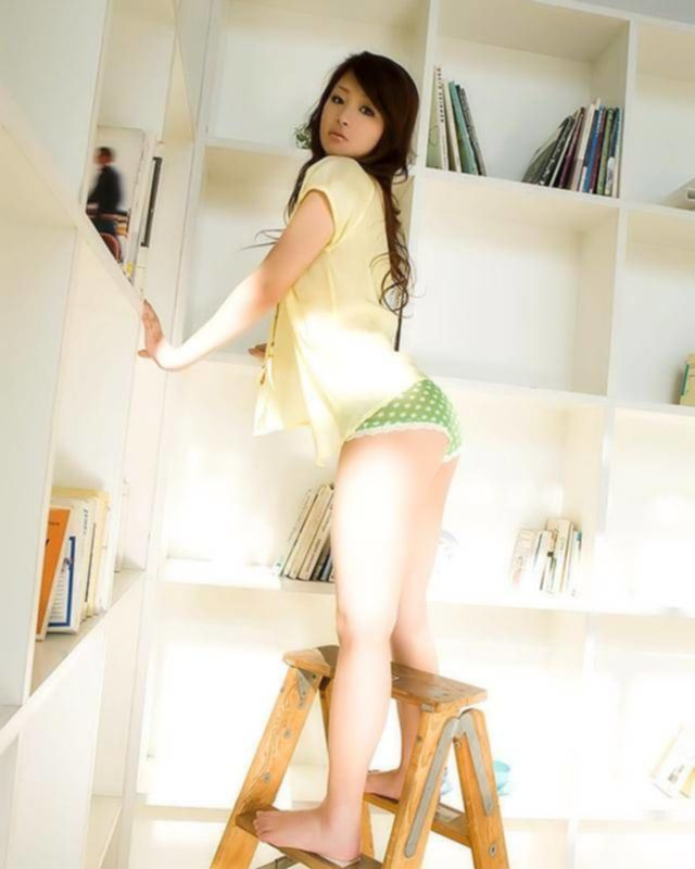 Азиатка представляет свое тело - секс порно фото
